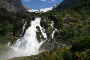 Vodopád pod ledovcem Briksdalsbreen