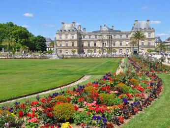 Lucemburské zahrady s palácem senátu