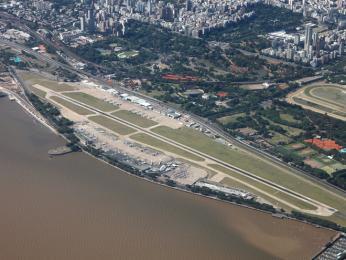 Letiště Aeroparque Jorge Newbery leží vbezprostřední blízkosti Buenos Aires