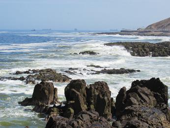 Skalnaté pobřeží Tichého oceánu