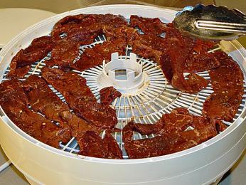Pro přípravu sušeného masa stačí mít sušičku na ovoce