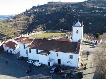 Hornatá krajina Tras-os-Montes skrývá mnoho bílých kostelíčků