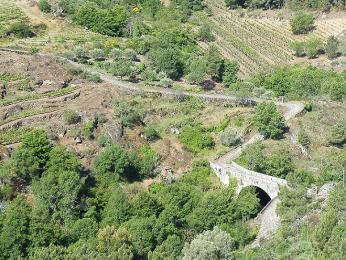 O stavitelském umu Římanů svědčí dochované části cest například vregionu Tras-os-Montes