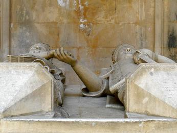 João I. se svou milovanou ženou Filipou odpočívá vklášteře Batalha