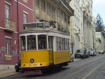 Po větších městech se můžete svézt historickou tramvají, jako touto vPortu
