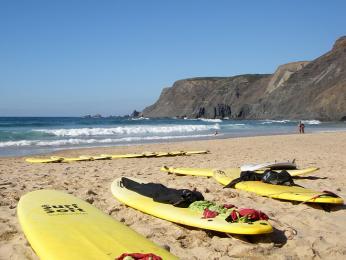 Pláže u města Peniche jsou rájem surfařů