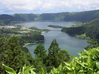 Sopečná činnost vytvořila na Azorech překrásný a rozmanitý reliéf
