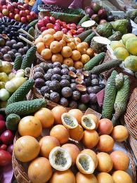 Exotické ovoce na tržišti ve Funchalu