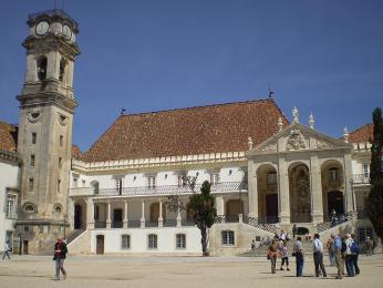 Nejstarší univerzita vPortugalsku se zvonicí zvanou Koza