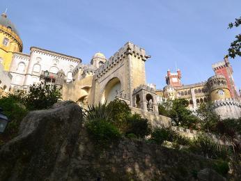 Výstřední Palácio da Pena hraje barvami