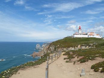 Malý maják označující nejzápadnější výběžek Evropy - mys Cabo da Roca