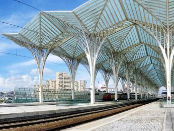 Nové kryté nástupiště vlakového nádraží Oriente v Lisabonu