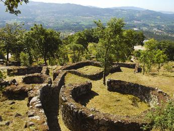 Pozůstatky starých keltských sídelvCitânia de Briteiros