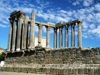 Zbytky římského chrámu ve městě Évora
