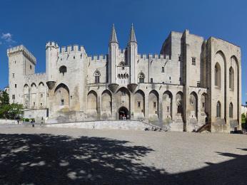 Papežský palác pochází ze 14.století