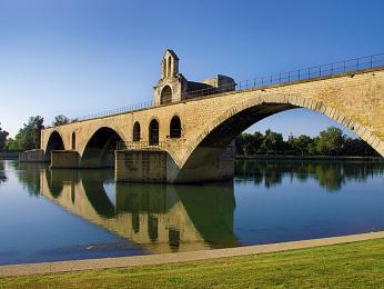 Způvodních 22oblouků mostu Saint Bénézet zbyly jen čtyři