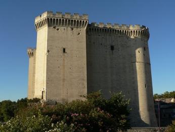 Mohutné zdi pevnosti Tarascon