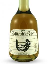 Láhev ovocného brandy neboli eau de vie
