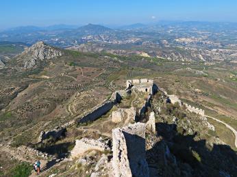 Pozůstatky opevnění anádherné výhledy zvrcholku hradu Akrokorint