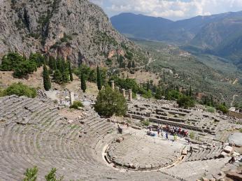 Vedle Epidauru patří divadlo vDelfách knejkrásnějším divadlům vŘecku