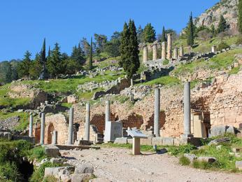 Římská agora v Delfách sloužila jako tržiště s náboženskými předměty