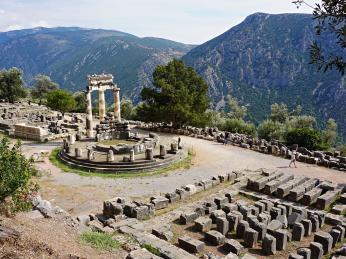 Delfský tholos - kruhová stavba, jejíž účel je dodnes neznámý