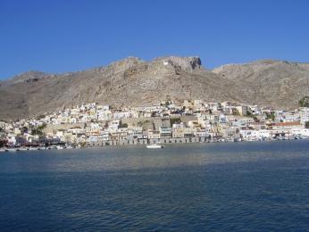 Pohled zlodi na hlavní město ostrova Kalymnos