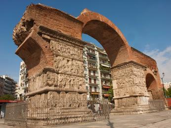 Galeriův oblouk byl postaven na počest vítězství císaře Galeria nad Peršany