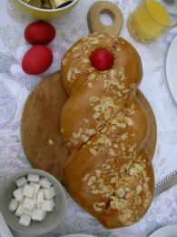 Typický řecký velikonoční chléb