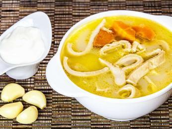 Ciorbă de burtă neboli rumunská verze dršťkové polévky navíc sčesnekem