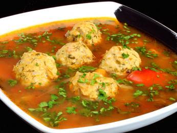Nakyslá polévka smasovými knedlíčky ciorbă de perişoare