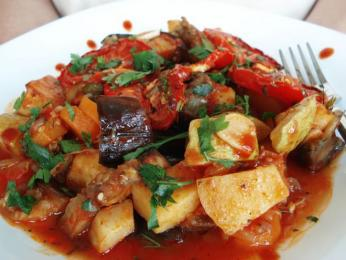 Ghiveci je mix dušené zeleniny
