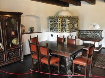Na hradu Bran jsou k vidění exponáty podobně jako na českých hradech