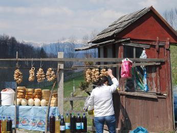 Čerstvé sýry přímo od bači můžete koupit i pod horami!