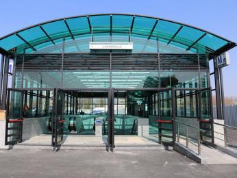 Vstup do stanice metra Laminorului