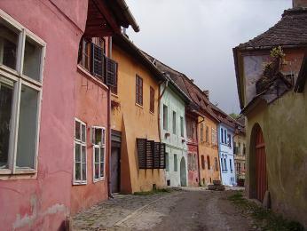 Vcentru Sighişoary najdeme řady barevných měšťanských domů z16.století