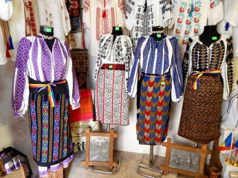 Přehlídka tradičního venkovského rumunského oblečení