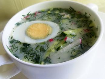 Zeleninová okroška s vejcem vyrobená zbílého kvasu