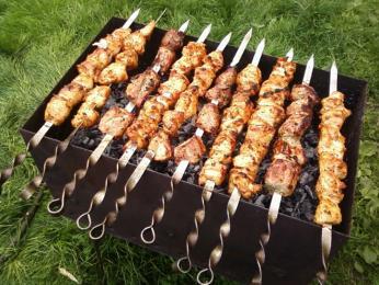 Velmi oblíbené je maso grilované na jehlici, neboli šašlik