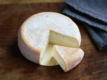 Chevrotin je čerstvý sýr z kozího mléka