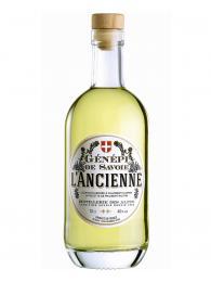 Pro francouzské Alpy je typický likér Génépi vyráběný z pelyňku