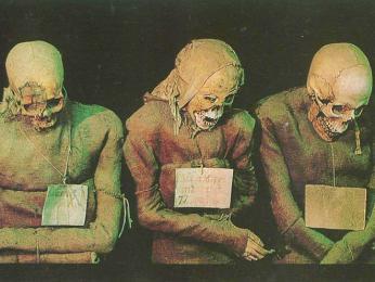 V katakombách kláštera Convento dei Cappuccini je umístěno 8000mumifikovaných těl
