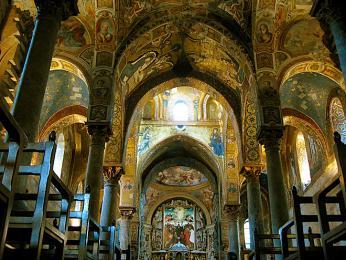 Stavba kostela La Martorana se datuje do doby vlády Normanů
