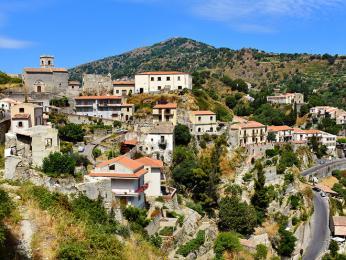 Horská sicilská vesnička Savoca proslavená filmem Kmotr