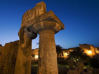 Apollónův chrám představuje ruiny nejstaršího dórského chrámu na Sicílii