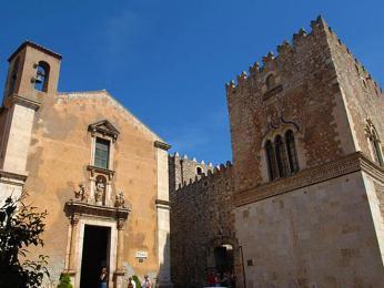 Palazzo Corvaia – středověký palác původně postavený Araby