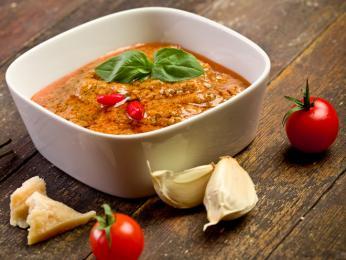 V sicilském pestu jsou hlavní ingrediencí rajčata