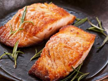 Oblíbenou rybou jsou uzení lososi