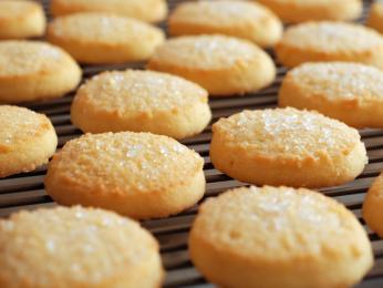 Máslové sušenky shortbread by neměly ztmavnout, měly by zůstat světlé