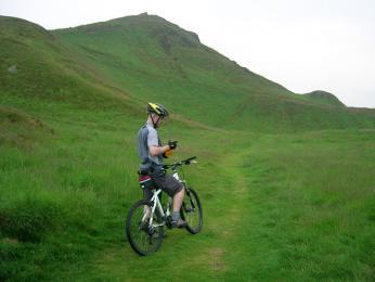 Skotské kopce jsou pro cyklisty výzvou